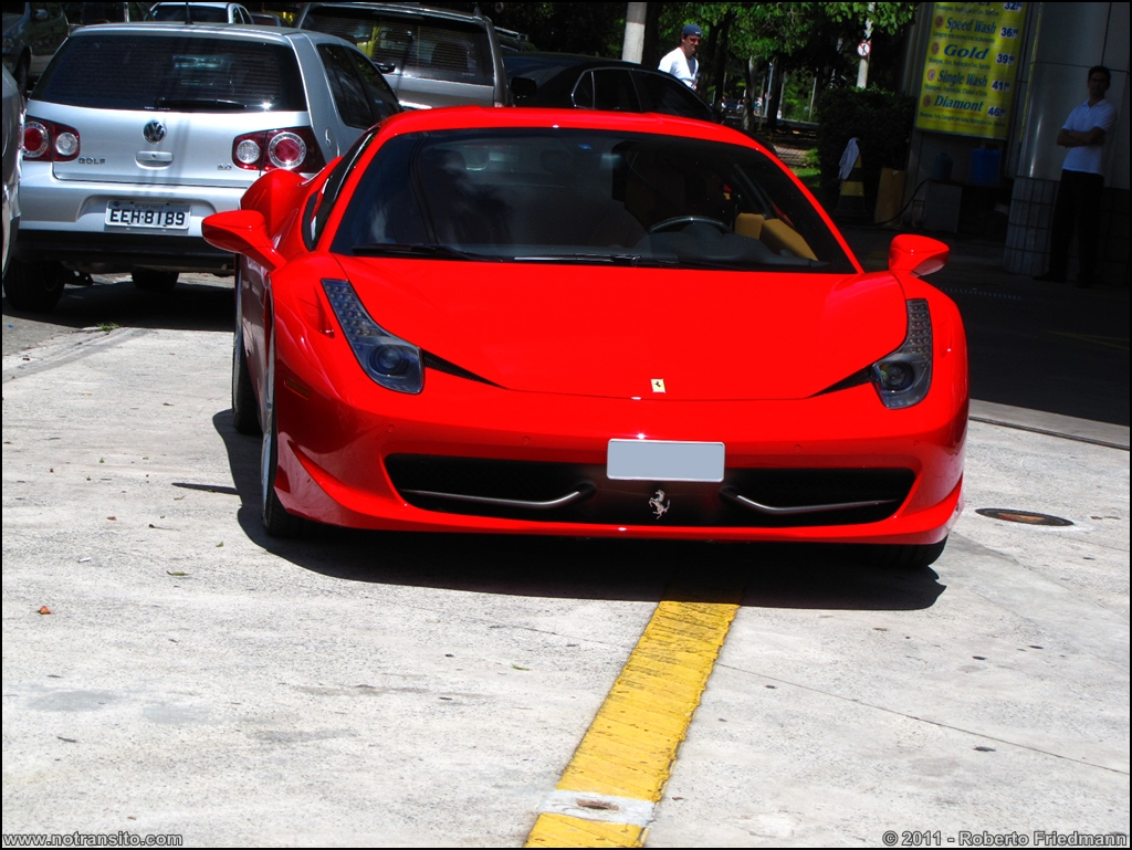 Ferrari 458 Italia No Transito