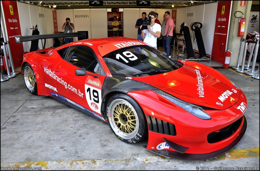 Ferrari 458 Italia Gt3 No Transito