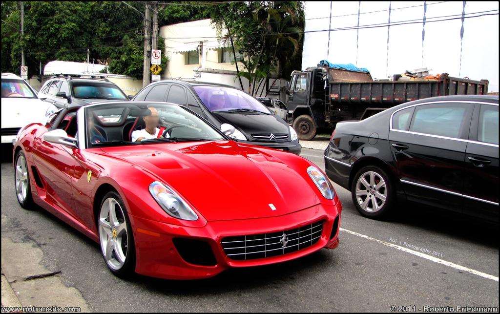 Ferrari 599 Sa Aperta No Transito